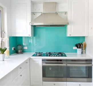 Read more about the article Backsplash with Glass