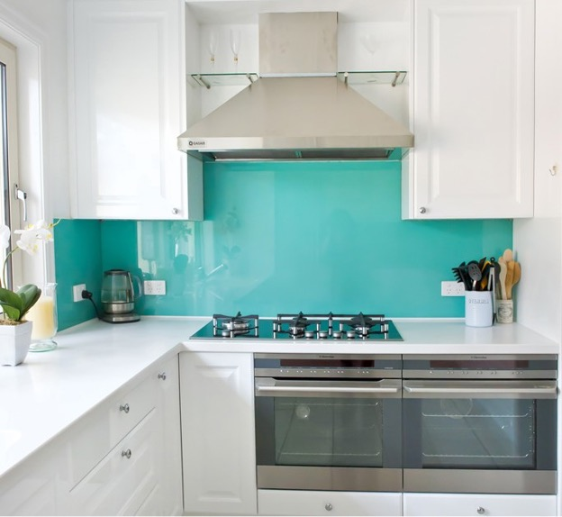 You are currently viewing Backsplash with Glass